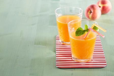 Mit Fruchtsaft gegen das Schnarchen