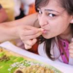 Ist das essen mit den Händen wirklich abscheulich und unerzogen?