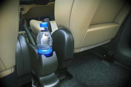 In Plastikflaschen abgefüllte Getränke in den Sommermonaten nicht im Auto aufbewahren!