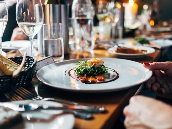 5 häufigste Fehler beim Abendessen. Vermeiden Sie sie!